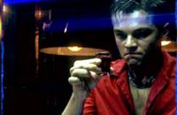 """""""Пляж"""".  Ди Каприо дегустирует змеиную кровь - крепкая штучка!"""
