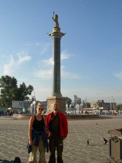 Мы с Moony на площади у вокзала. Красноярск