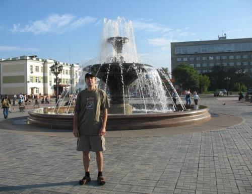 Серж и один из несколько сотен (или сколько их там?) красноярских фонтанов