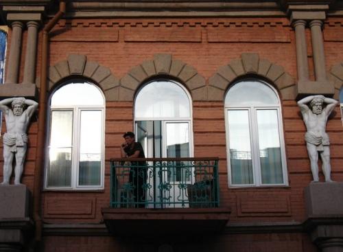 Покурим? Балкон дома на улице Ленина