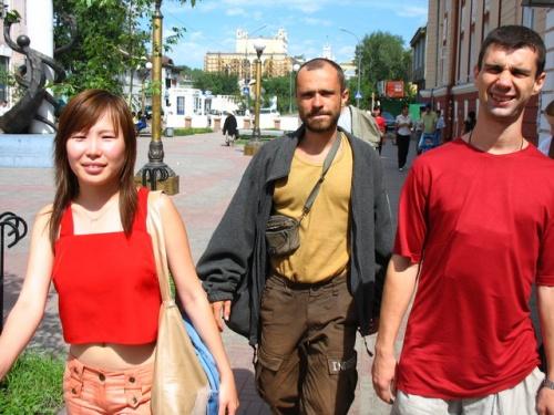 Майя, Муни и Андрей гуляют по улан-удэнскому Арбату