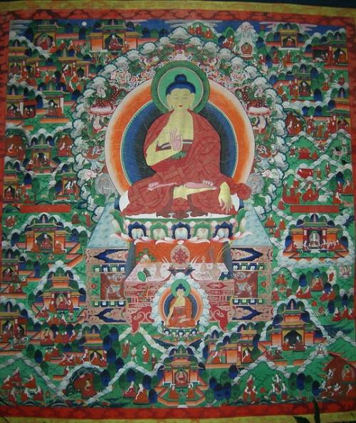 Буддистская танкаперед входом на выставку. Музей истории Бурятии, Улан-Удэ