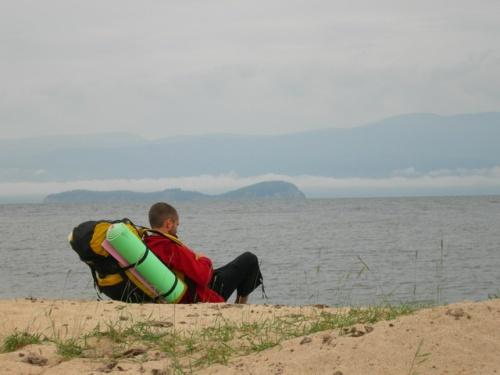 Муни, добравшийся до Байкала со своим рюкзаком, похожим на покемонский турбо-ускоритель