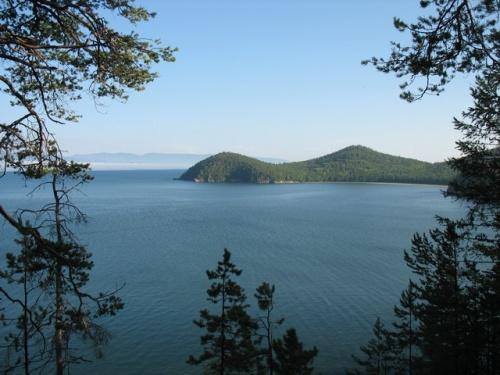 Вид на Окуневую бухту с тропы