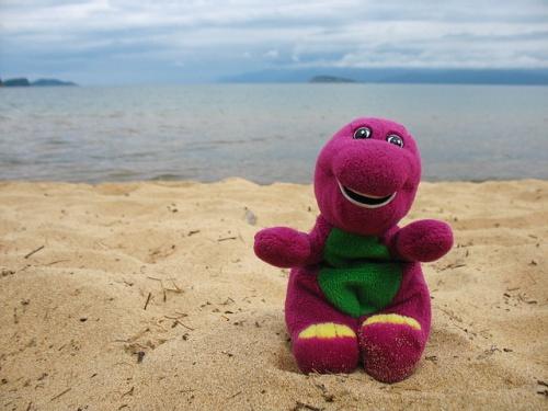 Наш динозавр Марта тоже рад оказаться на Байкале