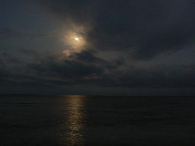 Очень красивая была луна...несмотря на другие проблемы.