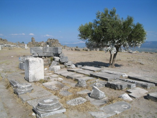 Здесь был храм Афины