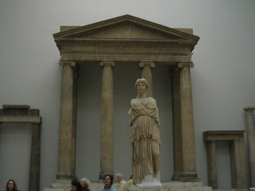 а теперь Афина и колонны ее храма все в том же берлинском Пергамоне.