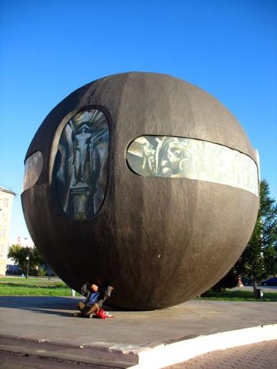 Тот самый шар-памятник