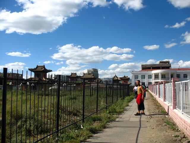Улан-батор. В городе так много заборов, что порой не знаешь, как куда зайти