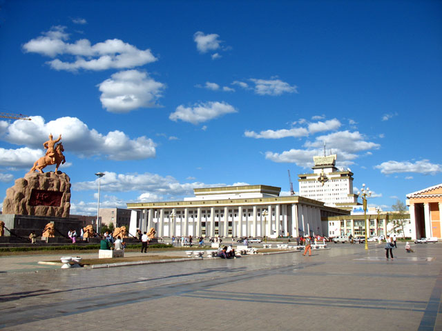 Улан-Батор. Площадь Сухбатара