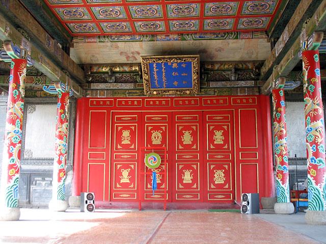 Сцена для действа. Улан-Батор, Музей Чойжин-ламы