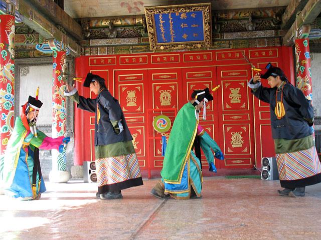 Народный монгольский танец, Улан-Батор, Музей Чойжин-ламы
