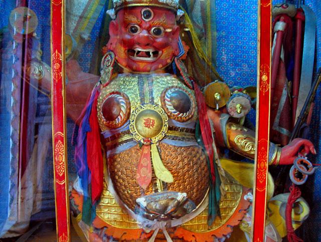 И там нам предстает удивительный мир буддистских богов и святых