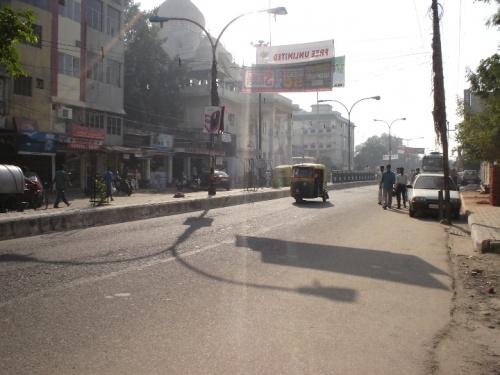 Улица рядом с отелем в New Delhi