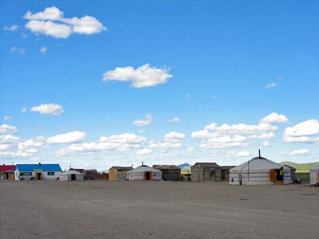 А вот и монгольский поселок