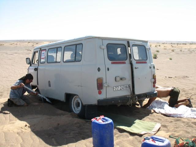 Мы застряли в Пустыне Гоби