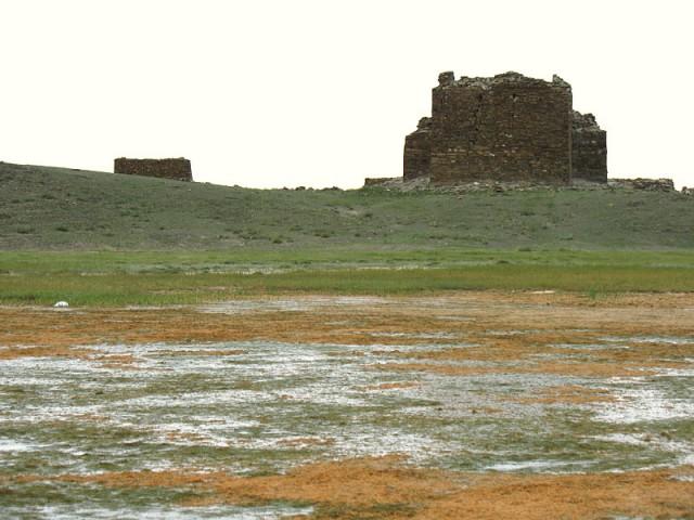 Монголия. Руины буддистского храма Х века