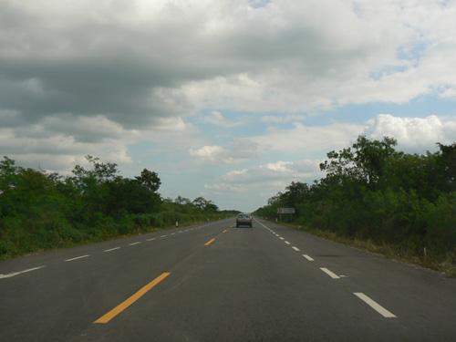 Дорога, ведущая туда-как правило почти все дороги здесь выглядять хорошо.