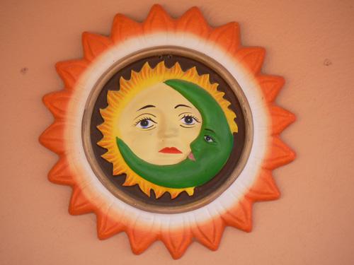 Всегда однако в связь с местные майские индейские традиции-культ к сольнце и луна.