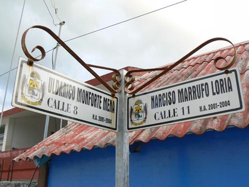 Уличные указатели очень специфичные-в Мексика почти везде только цифры вместо имена поставляют. Здесь наоборот.