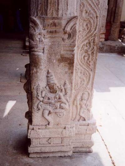 Нрисимха на колонне храма