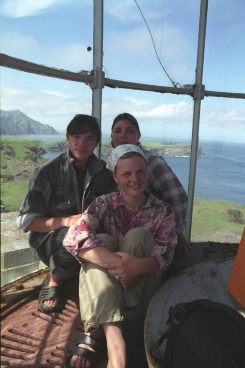 я местная девочка и сын маячника на верхушке маяка
