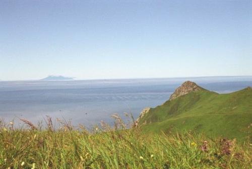 сопки и мое будущее на горизонте в виде острова Итуруп