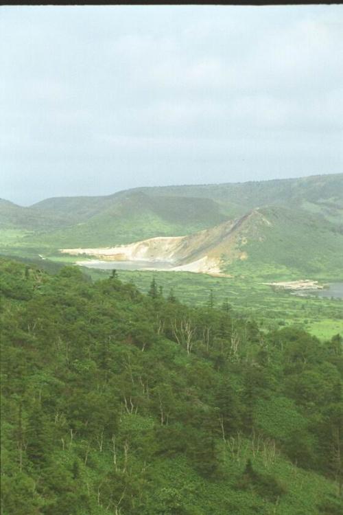 озеро Кипящее когда то здесь был кратер вулкана