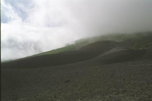 шлаковые поля переходящие в стланник и туманы скрывающие вершину