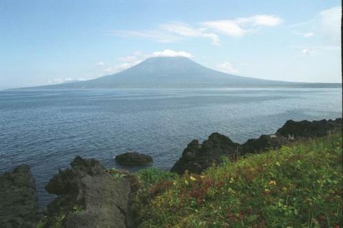 Вид от подножия Атсонопури на вулкан Стокап