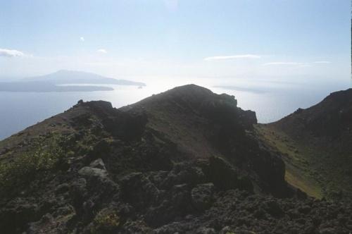 кратер и вид на залив Львиная пасть и Камень-лев
