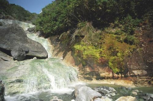 горячие кислые водопады