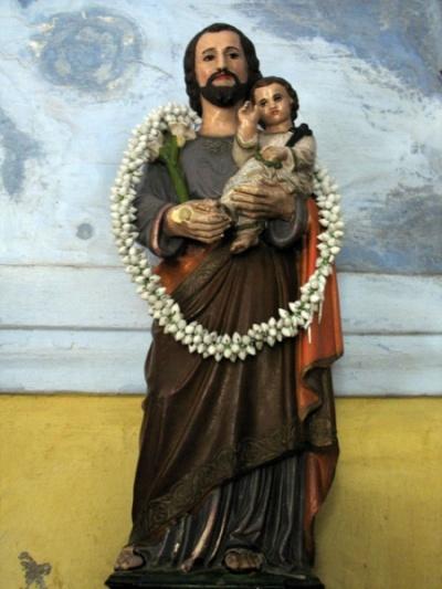 Святой Фома в гирлянде из жасмина.