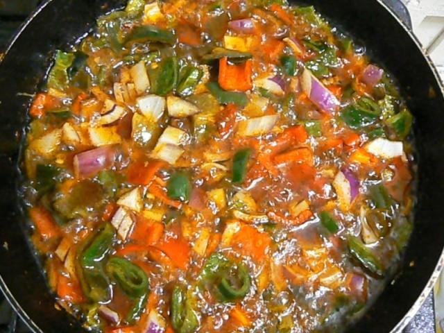 Поэтому я как почти вегетарианец предпочитаю домашная еда-это например одно болгарское ястие-миш-маш называем