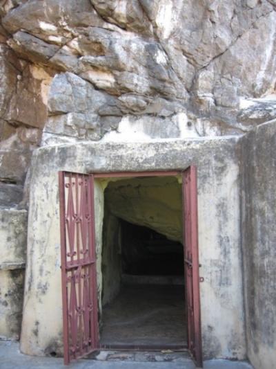 Пещера в которои по легенде жил мудрец агастья