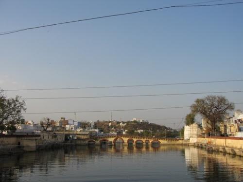 мост ведущий на хануман гхат