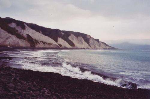 вид от мыса Конакова на пляж и место моей ночевки