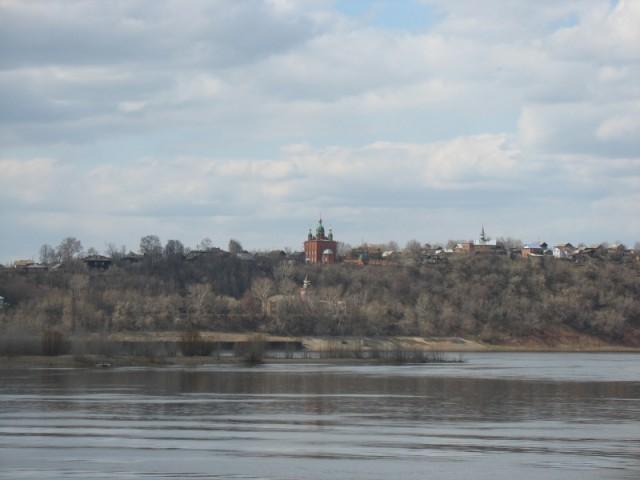 Вид на Сарапул с другого берега Камы