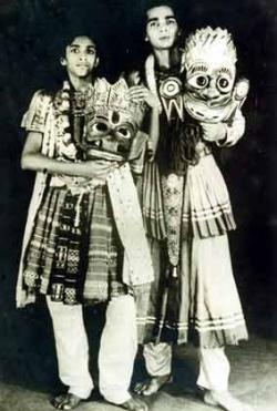 Рави Шанкар и Удай Шанкар во время исполнения спектакля по Рамаяне