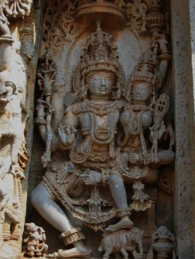 Каменная резьба Халебида, Шива и Парвати