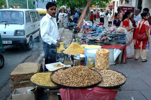 Продавец возле Лакшми Нараян (Дели)