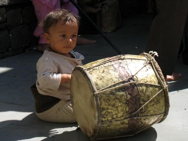 Ребенок и барабан