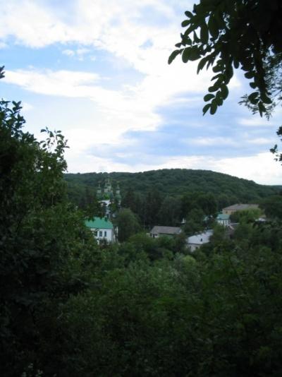 Вид от пещер на монастырь
