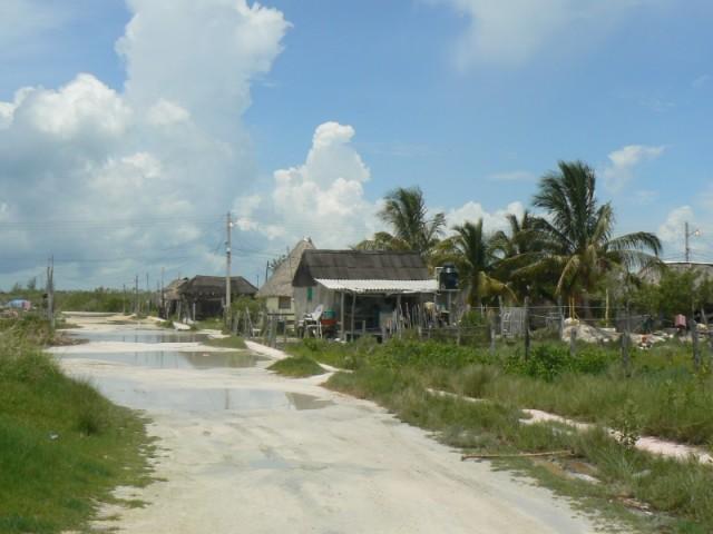 Так выглядят улицы на окраине поселка.