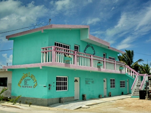 В Мексика есть и дешевые гостиницы-из называют посада и обычно стоят 12-15 долара на ночь.