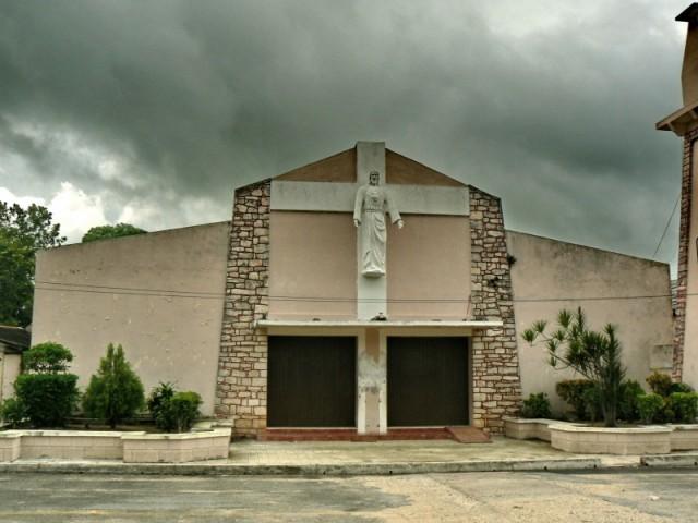 Деревянская церковь-деревня называеться Колония Юкатан..