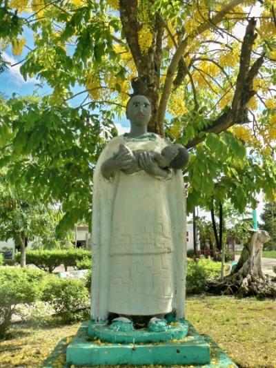 Монумент материнства-очен любят иметь дети здесь-иногда  больше 10 имеют деревянские фамилии.