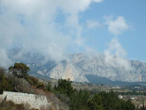 горы над поселком