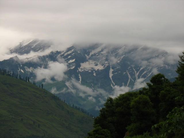 Горы упираются в небо